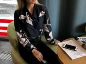 Женская одежда Костюмы, цена 4 200 рублей, Фото